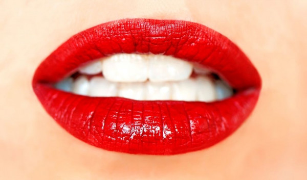 Teaser-Rote-Lippen-die-entz-cken-Look-Beautiful