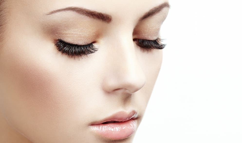 Castor Oil For Beautiful Eyelashes And Eyebrows Look Beautiful